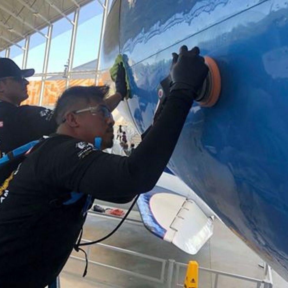 Manitoba Aerospace – Winnipegger soars on Air Force One clean team