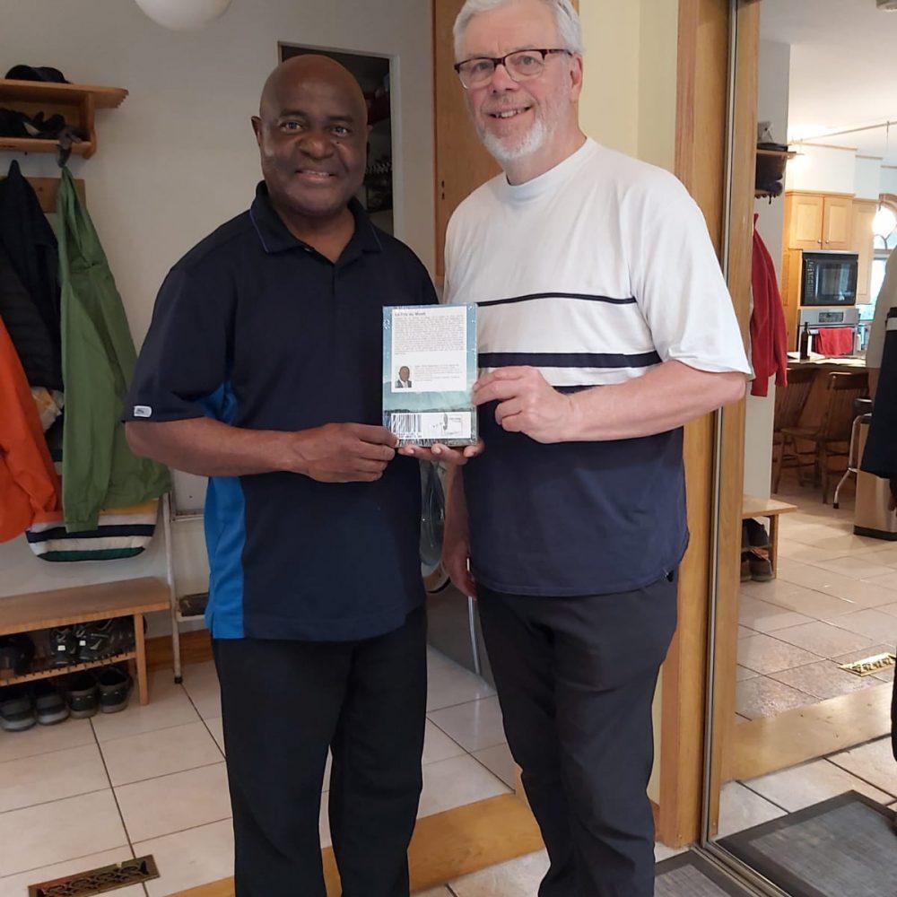 L'ancien Premier Ministre du Manitoba, Hon. Greg Selinger a reçu mon livre, «Le Fils Du Mvett», ce Mercredi 17 Juin 2020 à Winnipeg
