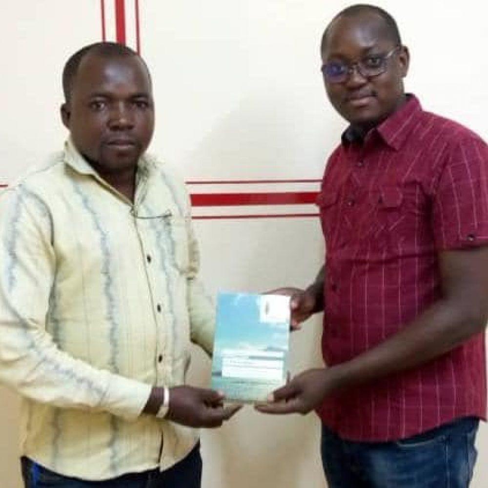 Burkina Faso – JEDD & JOAMA CONSULTING: Remise offic. ce jour 10 Fév. 2021 de l'oeuvre : Le fils du Mvett, à M. Sukir Arlmel SOME, D.G. de BURKINA 24