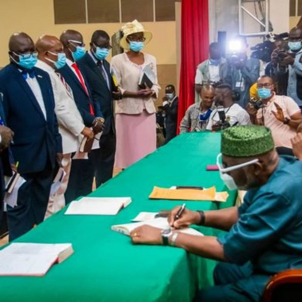 Ondo State Government news (Nigeria) – a Weekly sharing information: THE SWEARING-IN OF 23 NEWLY APPOINTED PERMANENT SECRETARIES, …