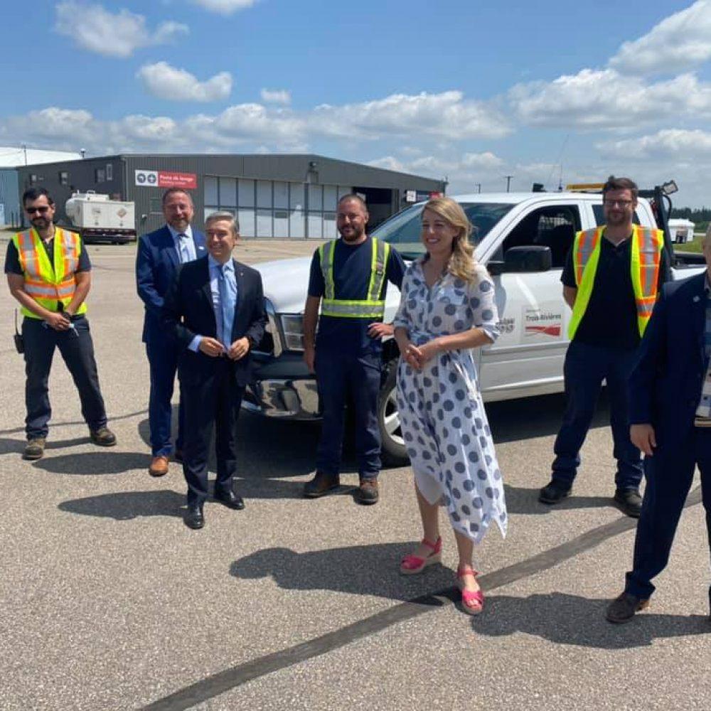 """CANADA – HON. MÉLANIE JOLY, MINISTRE DU DÉVELOPPEMENT ÉCONOMIQUE ET DES LANGUES OFFICIELLES, A PARTAGÉ : """"… les aéroports de Trois-Rivières & Gatineau ! On annonce un financement de près de 8M$ pour l'expansion … """""""