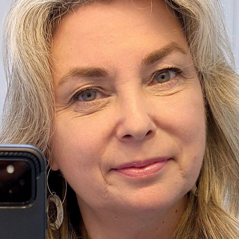"""CANADA – FIRST NATIONS / WEEKLY SHARING NEWS : """"La télévision autochtone pour tous """"/ Monika Ille, directrice générale du Réseau de télévision des peuples autochtones du Canada, connu sous le sigle APTN"""