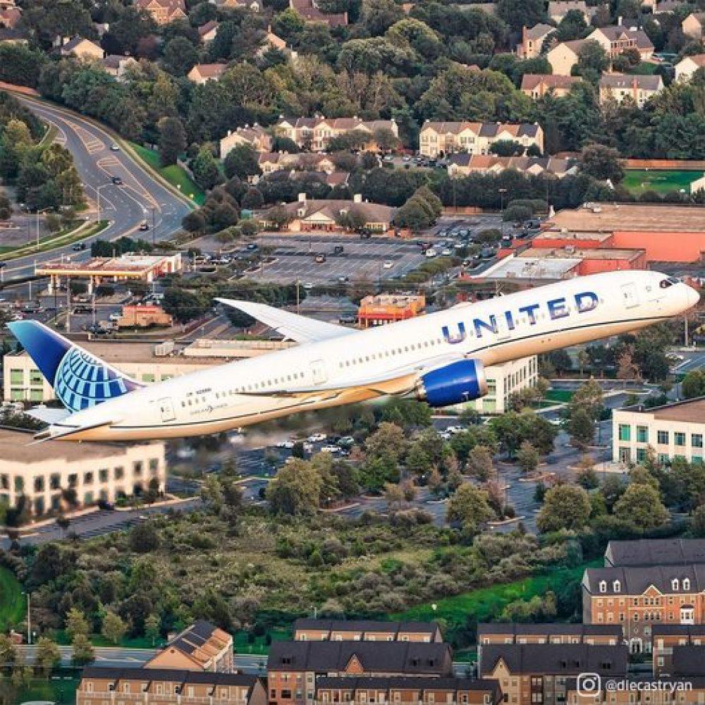 """United Airlines MileagePlus – Points (US/CA) : """"United Airlines' frequent flyer program partners with Points … / Le programme de fidélisation de United Airlines s'associe avec des points …"""""""
